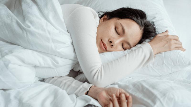 Skandalingas tyrimas: daugiau, nei pusę JK moterų jų vyrai prievartavo miegančias