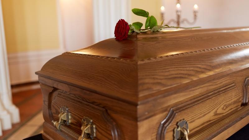 Anglijoje planuojama neberiboti laidotuvių dalyvių skaičiaus
