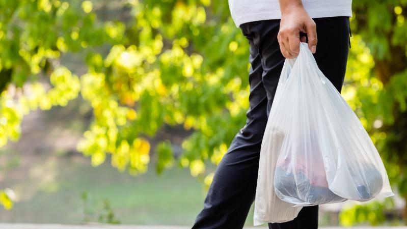 Nuo gegužės 21 d. plastiko maišeliai visose Anglijos parduotuvėse kainuos 10 pensų
