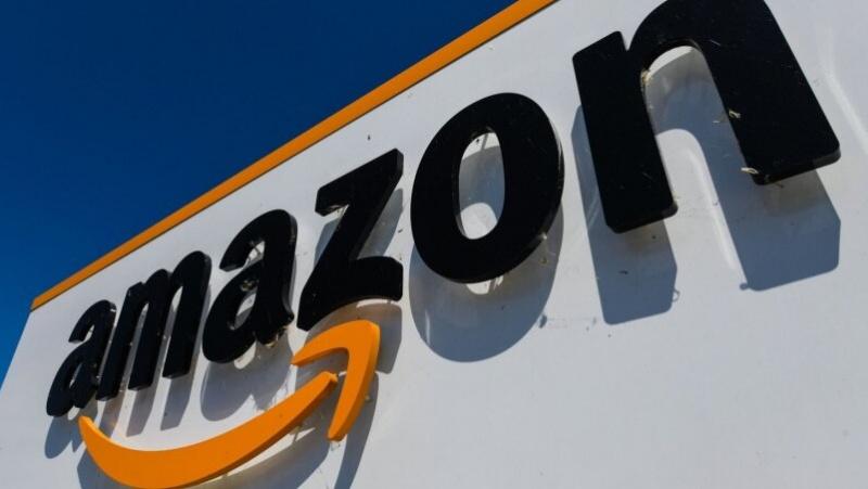 """""""Amazon"""" ketina JK samdyti 10 tūkst. darbuotojų"""