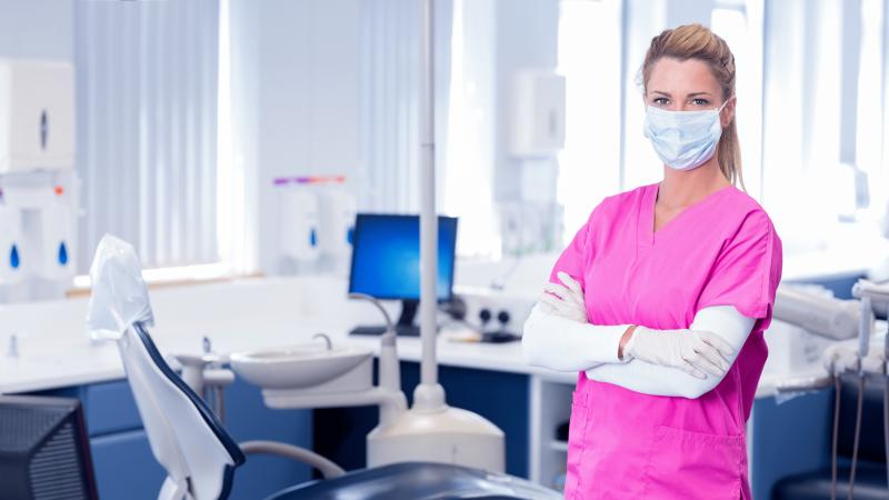 Apklausa: trečdalis odontologų JK ketina atsisakyti visų NHS pacientų