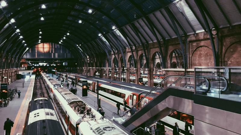 Londone pradeda veikti metus uždaryta metro linija