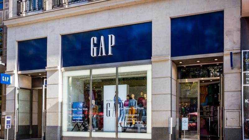 """Dar viena pandemijos auka: """"Gap"""" patvirtino planus JK ir Airijoje uždaryti 19 parduotuvių"""
