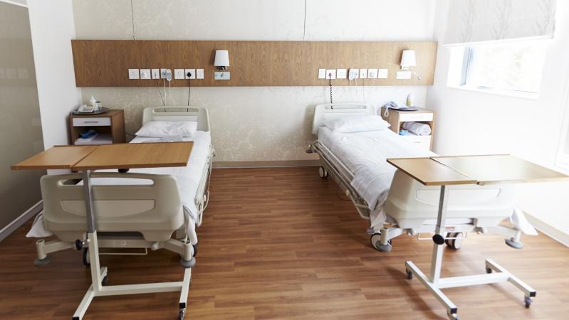 Dėl pandemijos Anglijoje rekordiškai daug žmonių laukia gydymo ligoninėje