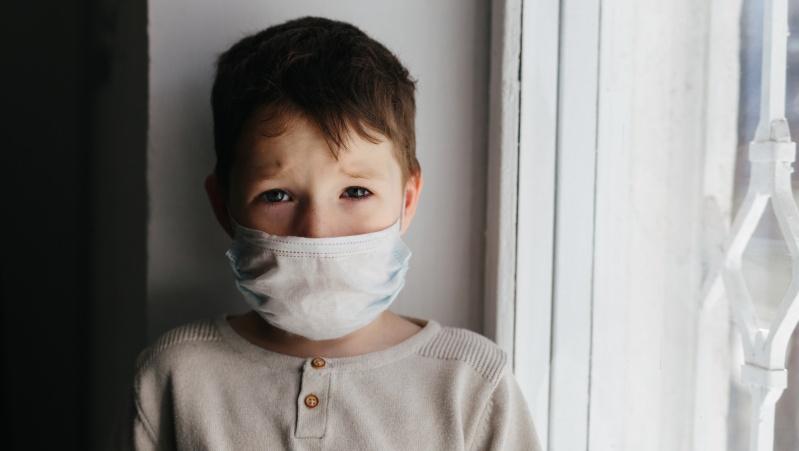 Pandemijos poveikis JK: penkiamečiai patiria panikos priepuolių
