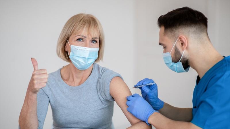 Šį savaitgalį visoje Anglijoje – galimybė pasiskiepyti nuo koronaviruso be registracijos