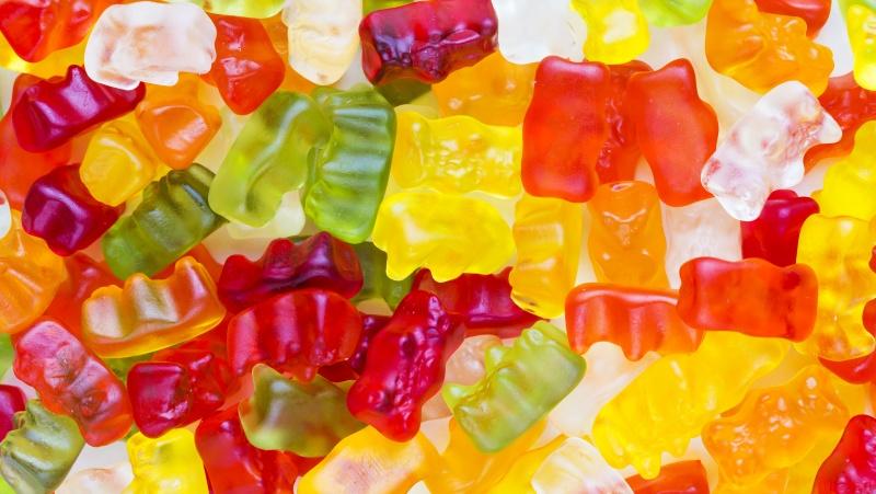 """""""Haribo"""" perspėjo, kad dėl vežėjų trūkumo negali pristatyti į JK parduotuves saldainių"""