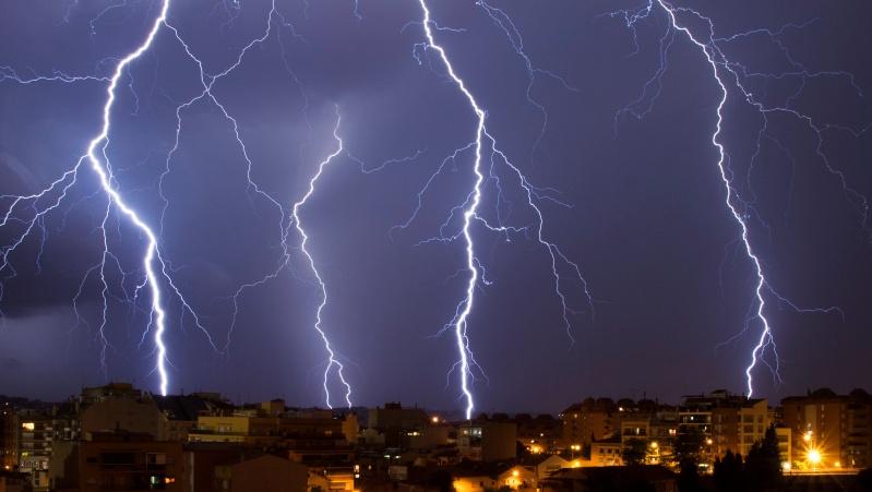 JK gyventojai perspėjami dėl gausaus lietaus su perkūnija