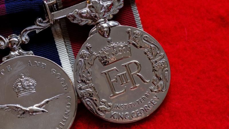 NHS darbuotojai pasipiktinę: vietoj medalio galėjo padidinti atlyginimus