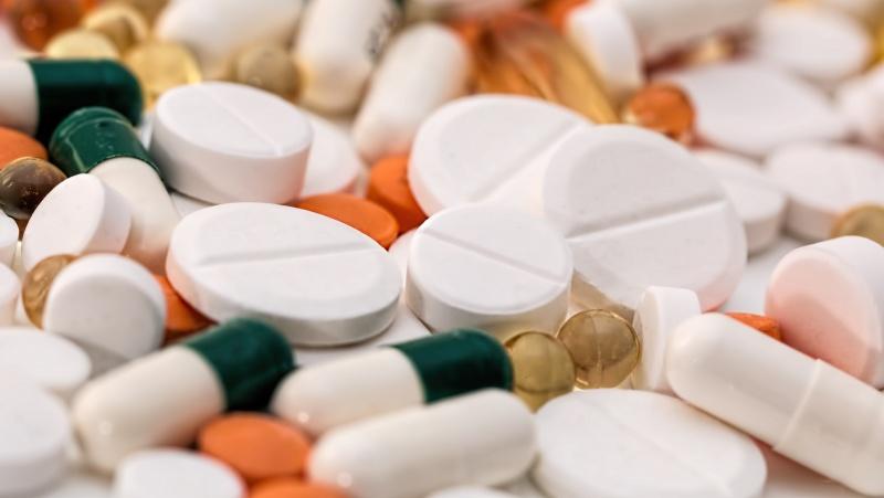 Dėl neaiškios kilmės tablečių JK žmonės atsiduria ligoninėje