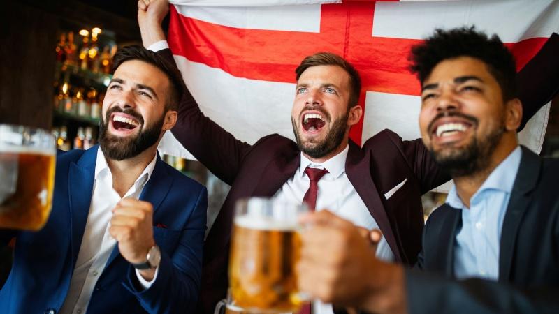 """Šėlsmas jau prasidėjo: Anglijos futbolo rinktinės sirgaliai kelia Londoną """"ant blakstienų"""""""