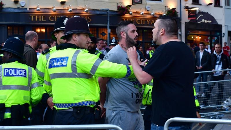 Po futbolo čempionato Londone neapsieita ir be muštynių, suimti 49 žmonės, sužeista 19 pareigūnų