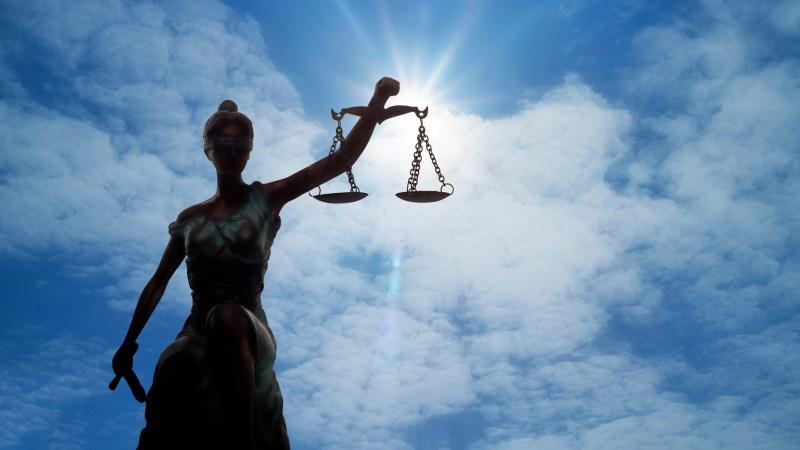 JK lietuvis kaltinamas mėginimu pagrobti penkiametę, vyras kaltinimus neigia