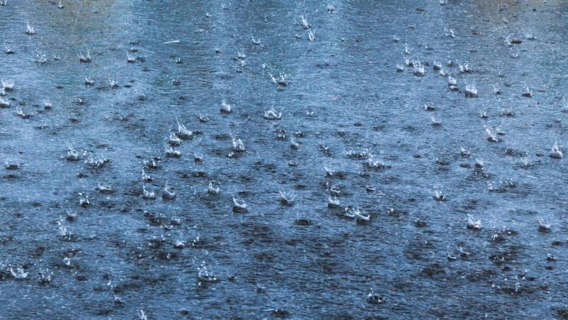 """""""Bibliniai"""" potvyniai Londone pridarė nemažai žalos, per 90 minučių iškrito rekordinis kiekis lietaus"""