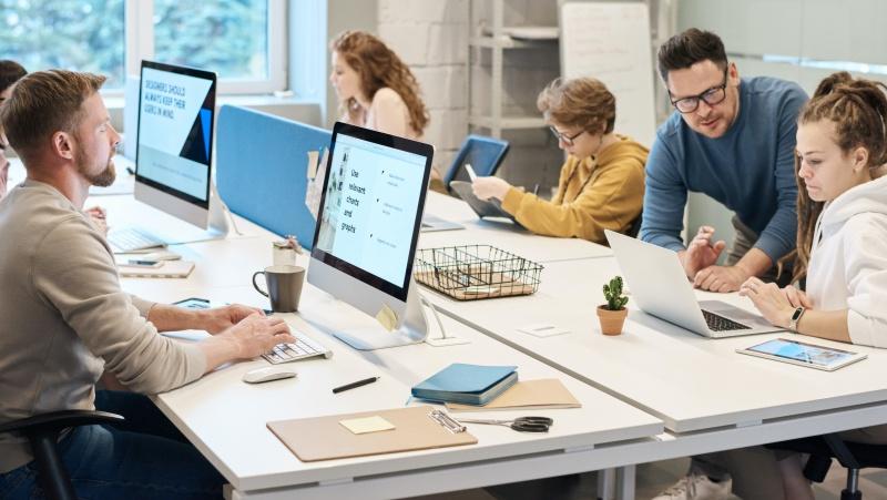 Ne visos įmonės JK laukia į biurus sugrįžtančių darbuotojų