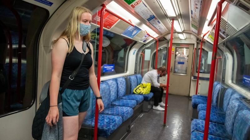 Meras: kaukės Londono viešajame transporte ir toliau bus privalomos