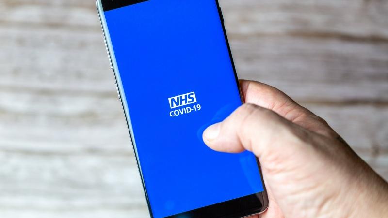 Apklausa JK: kas ketvirtas ištrynė arba atjungė NHS programėlę, milijonai ketina ignoruoti nurodymą izoliuotis