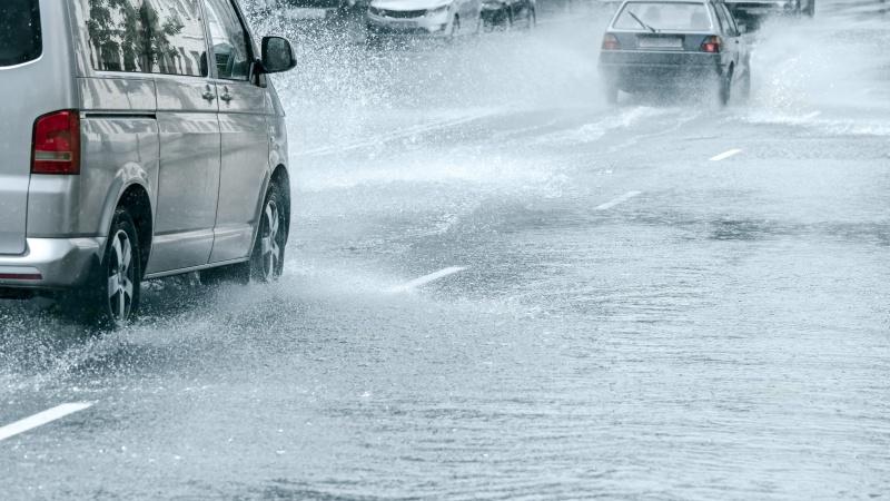 Po gausaus lietaus Londone – staigūs potvyniai