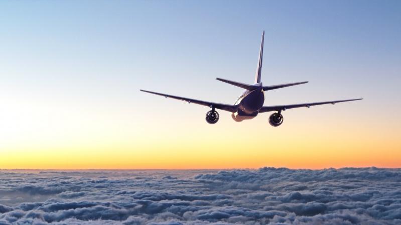 Valdžia spręs, ar leisti paskiepytiems keliautojams iš ES, JAV išvengti karantino Anglijoje
