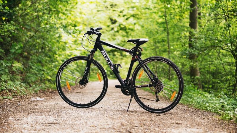 JK vyriausybė investuos milijonus svarų, kad paskatintų dviračių sportą ir vaikščiojimą