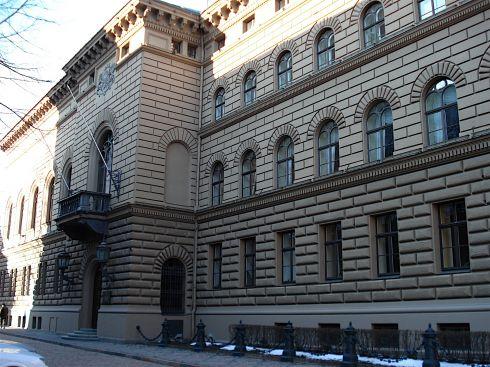 Latvijos prezidentas paragino Seimą skubiai išnagrinėti siūlymą suteikti rinkėjams teisę paleisti parlamentą