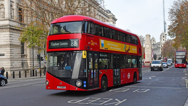 Dviejų autobusų avarija Londone: žuvo moteris, trys žmonės sužeisti