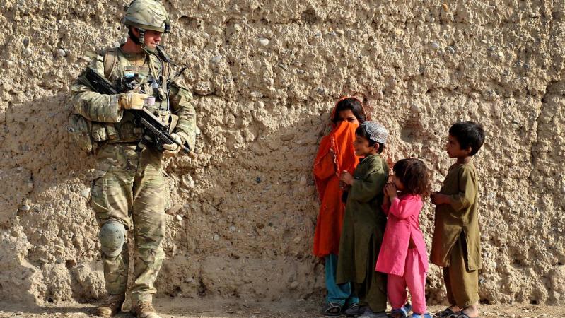 JK kviečia atsikraustyti 20 tūkst. nuo talibų nukentėjusių afganų