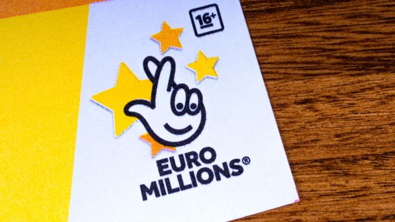 """Mirė 30 milijonų loterijoje laimėjusi JK gyventoja: """"Pinigai tik sugriovė gyvenimą"""""""