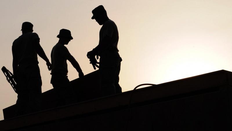 JK darbdaviai grasina darbuotojų atleidimais