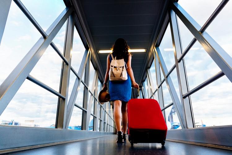 JK vėl keliami keliautojų testavimo ir izoliacijos klausimai