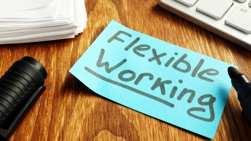 Darbuotojams JK ketinama suteikti teisę reikalauti lankstaus darbo grafiko