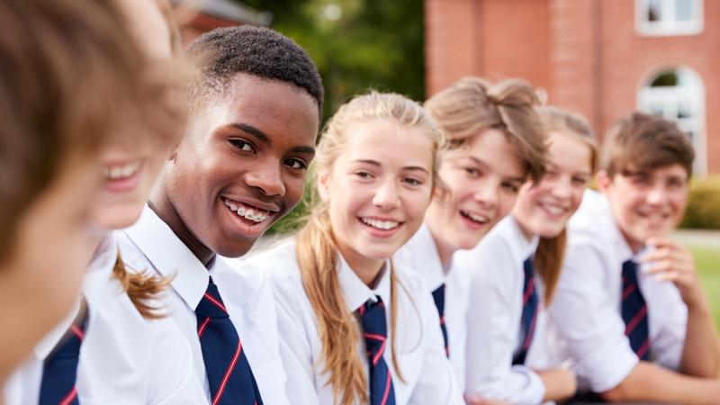Dėl koronaviruso į mokyklą Anglijoje negalėjo eiti rekordinis skaičius vaikų