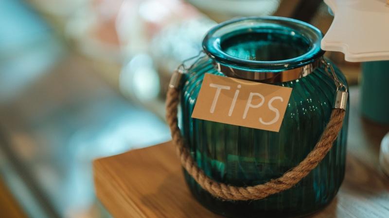 Kavinių ir restoranų savininkams nebeleis pasilikti dalies arbatpinigių