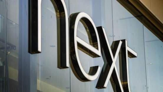 """Britų mažmenininkė """"Next"""" perspėjo dėl darbuotojų trūkumo, kainų augimo"""