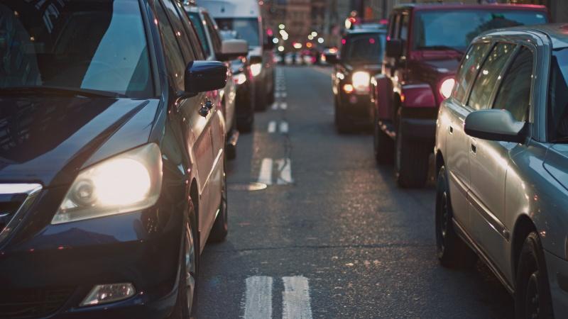 """Londone vairuotojams siūloma įvesti """"kelių mylių mokestį"""""""