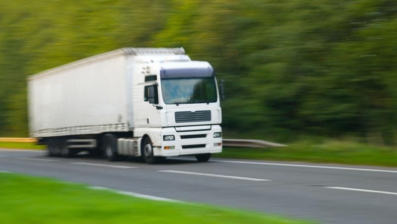 JK ketina dar labiau naikinti apribojimus sunkvežimių vairuotojams iš užsienio