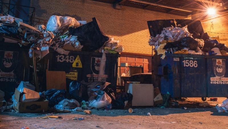 Šiukšlių vežėjų protestas skandina Brighton gyventojus šiukšlėse