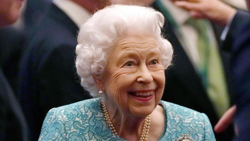 Britanijos karalienė dėl medikų rekomendacijos atšaukė vizitą į Š. Airiją