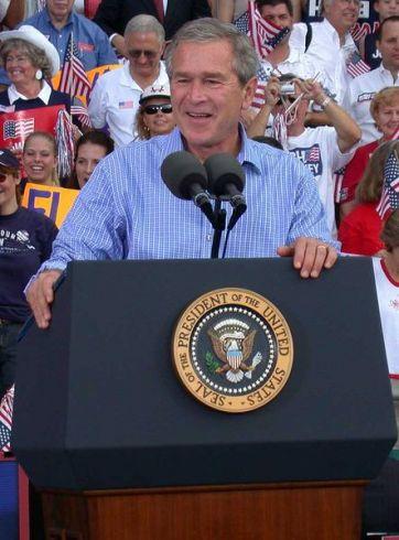 """""""Priekabūs santykiai"""" neatitinka JAV ir Rusijos interesų, teigia Bushas"""