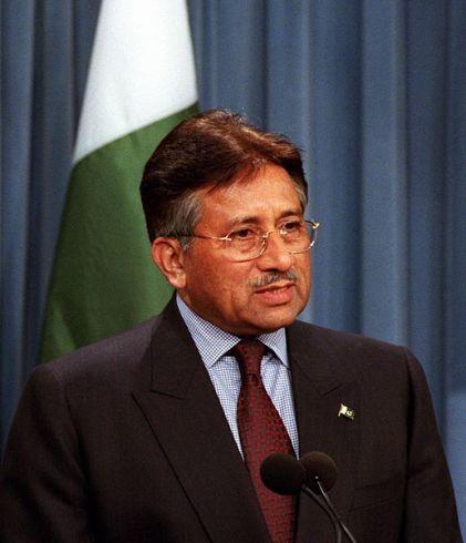 Pakistano prezidentas paskelbė apie atsistatydinimą