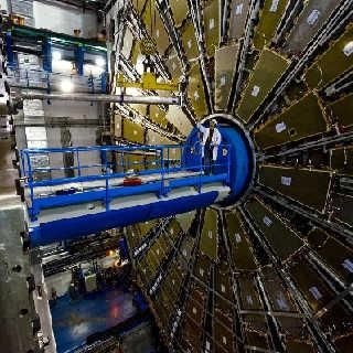 Pradėjo veikti didžiausias pasaulyje dalelių daužytuvas