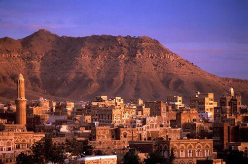 Prie JAV ambasados Jemene sprogo automobilis, ji apšaudyta raketomis Jemeno
