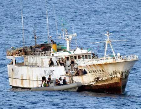 Pagrobtame Ukrainos laive plukdyta ginkluotė priklauso Sudanui, sako Somalio piratai