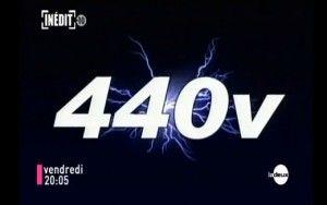 """TV šou """"Mirties žaidimas"""" dalyviai kankina vienas kitą 440V elektros srove"""