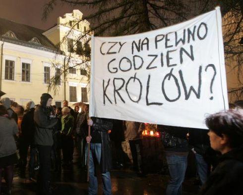 Krokuva protestuoja prieš prezidento laidojimą Vavelyje