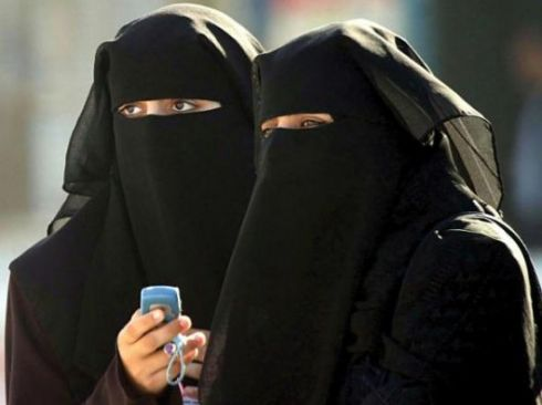 Prancūzijoje pritarta musulmoniškų skarų draudimui