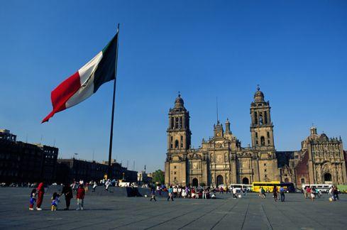 Meksikos senatorius įtarė, kad JAV rengiasi įsiveržti į Meksiką
