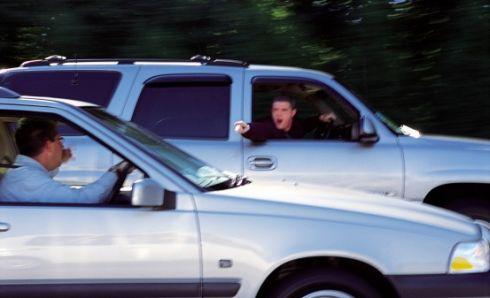 Britų vairuotojams patariama pasikartoti kitų šalių KET