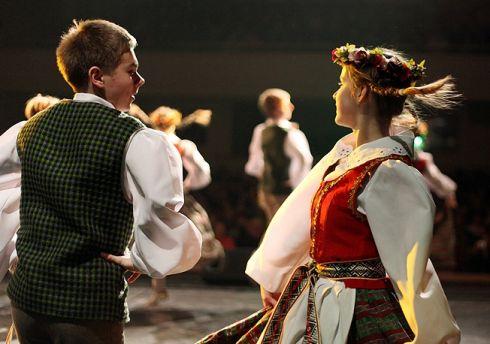 Londone renkamas lietuviškų tautinių šokių kolektyvas
